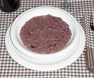 Red wine risotto: one of the many recipes in which wine is a fundamental ingredient
