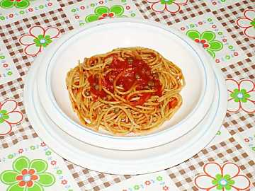 Spaghetti with tomatoes, capers and oregano: Mediterranean's aromas of Italian cooking