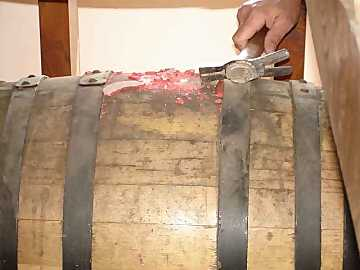 The beginning of the story: the wax is being removed from the caratello
