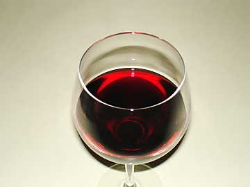 The color in mature red wines gets a garnet hue and transparency gets higher