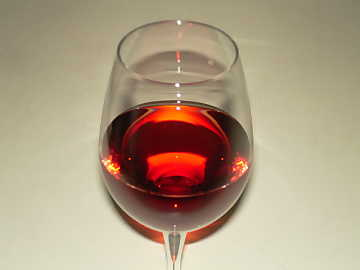 With time, in mature red wines, the precipitation of blue and red anthocyans, give the typical brick color