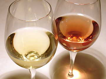 White and rose wines: apparently different however having many things in common