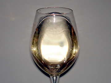 The color of Sauvignon Blanc: greenish yellow with nuances of the same color