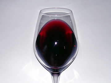 The color of Marzemino. At the edge of wine, near the opening of the glass, can be noticed its typical purple red color