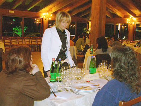 Graziella Cescon at the table of some participants