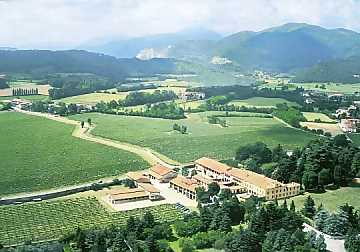 A top view of Il Mosnel winery and its vineyards