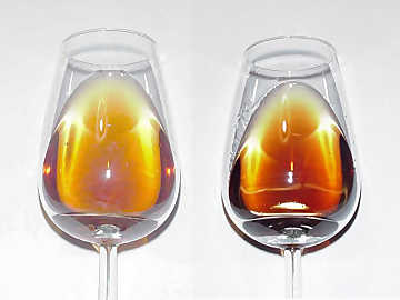 Color of mature fortified wines: to the left, Marsala Vergine, to the right, Port